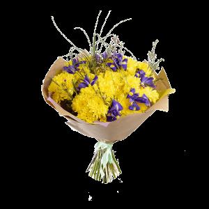 Букет из жёлтой кустовой хризантемы, ирисов и зелени