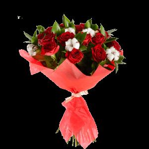 Букет из 15 красных роз и хлопка с зеленью (оформление фетр)