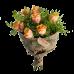 Букет из 7 роз с зеленью и крафт-бумагой