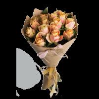 Букет из 15 роз в крафт-бумаге и с лентой