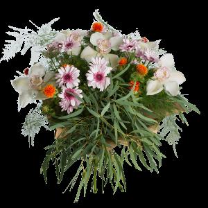 Букет сборный из хризантем, орхидей и зелени