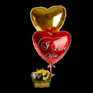 Композиция с шарами и малой корзиной цветов (хризантемы)