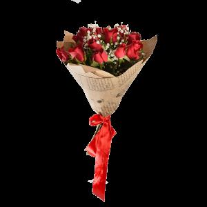 Букет из 11 красных роз с зеленью в крафт-бумаге