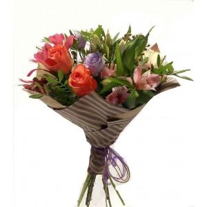Сборный букет из розы, эустомы, альстермерии, кустовой розы