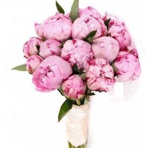 Букет из 17 розовых пионов